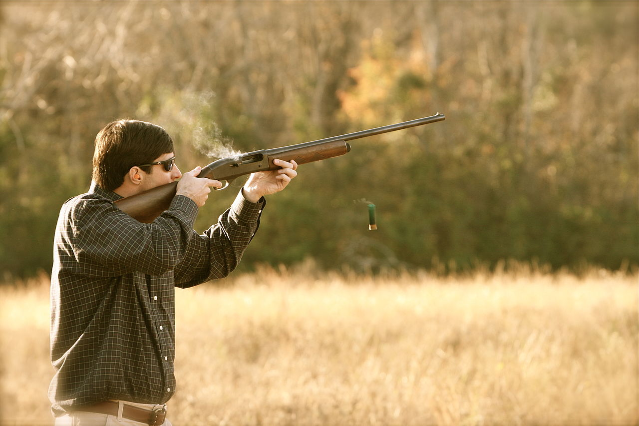 Semi-automatic_hunting_shotgun_shooting
