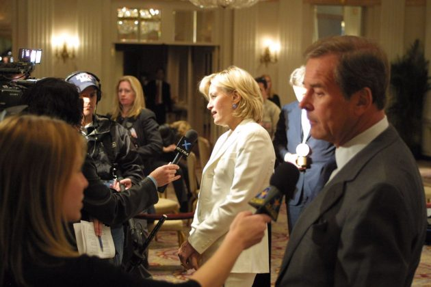 Diane_Sawyer_and_Peter_Jennings_talking_to_reporters,_May_2003_(1)